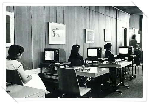 Watching_video_films_in_the_Haifa_University_library,_the_1980s