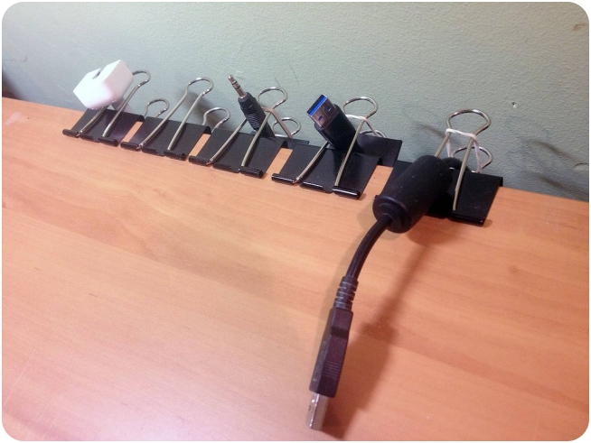 Travel_TipsUse-Clips-Organize-Your-Wires